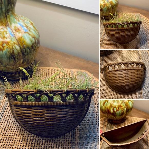 🦋2/$10 3/$15 4/$18 5/$20 Vintage Faux Wall Basket